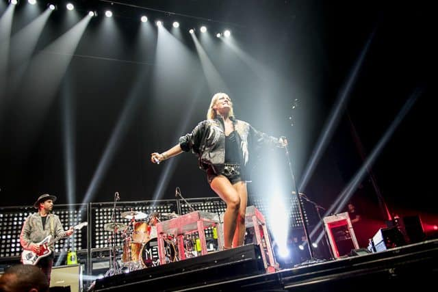 Special Coverage: Metric and Halsey Perform at The Forum, Los Angeles